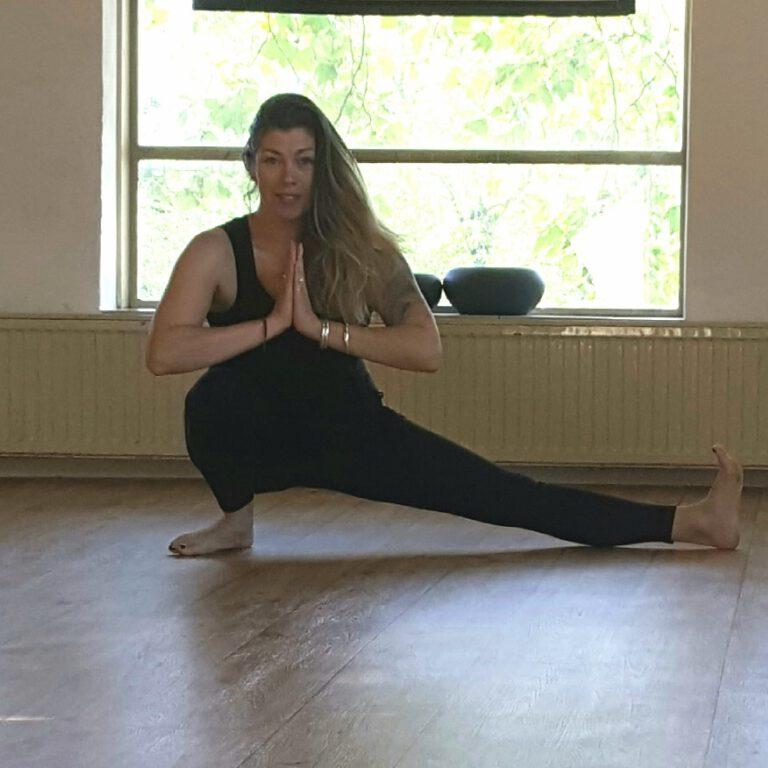 Yoga Eva Sophia Skandasana